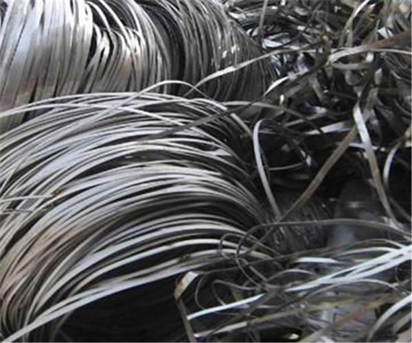 待回收的废铝